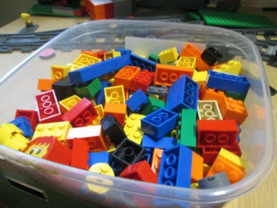 Контейнеры для пищи для хранения Лего - практично, но не эстетично