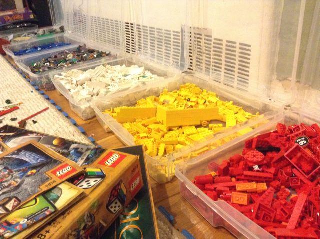 Сортировка Лего по цвету выглядит аккуратнее