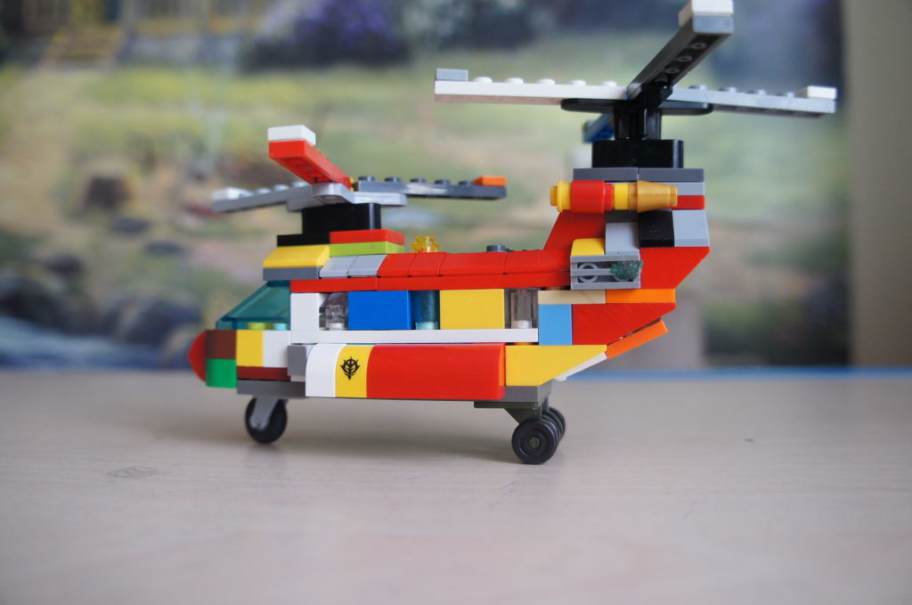 Лего-самоделка: вертолёт из старых кирпичиков