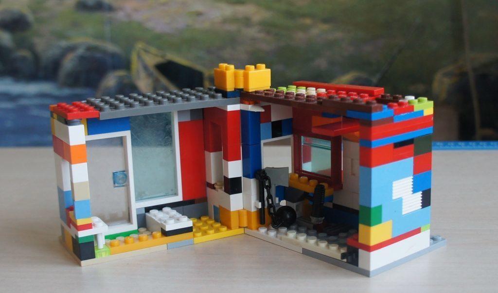 Лего-самоделка: домик-книжка открытый
